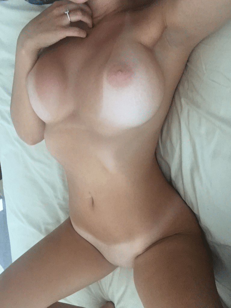 naken selfie